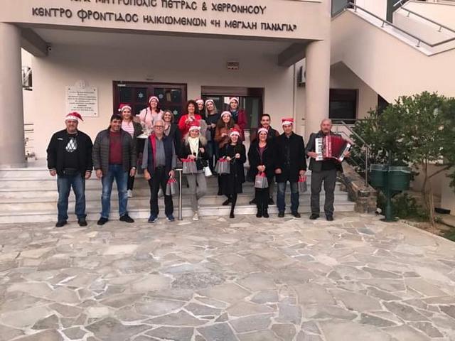 Χριστουγεννιάτικα κάλαντα και ευχές από τους εργαζόμενους του ξενοδοχείου «Blue Palace»